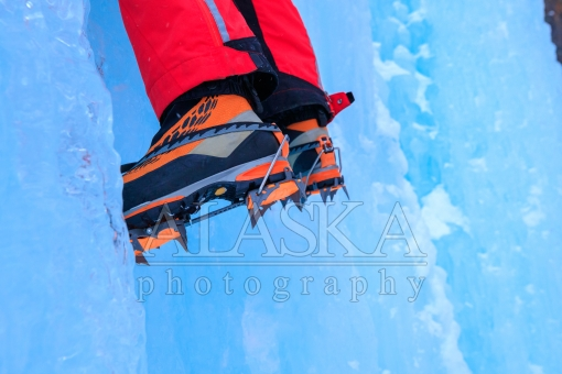 Foot Gear of Ice Climbing